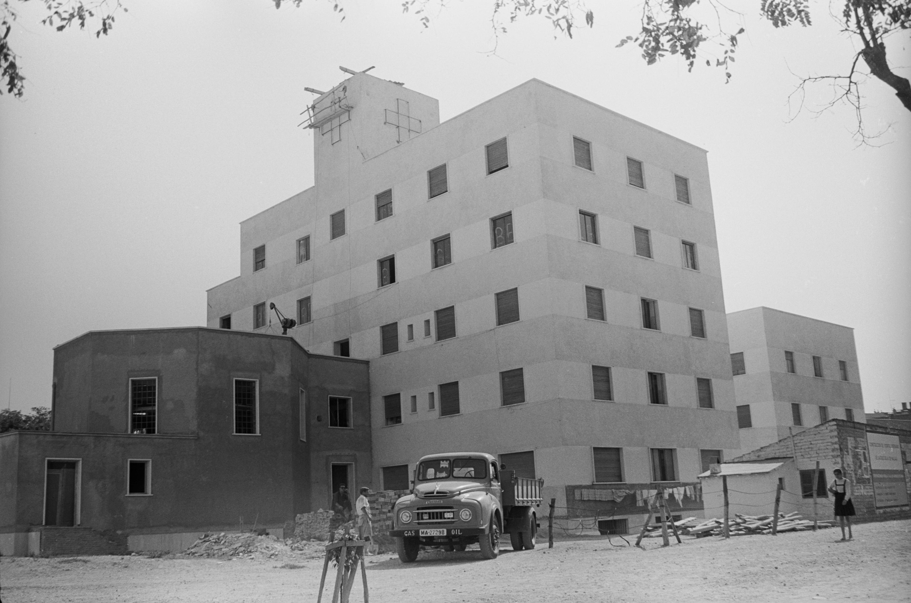 Fase final de la construcci n del hospital de la cruz roja en ciudad jard n m laga octubre de - Ciudad jardin malaga ...